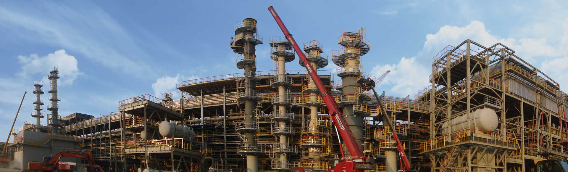 Schwartz Hautmont can provide to a reffinery plant the equipment, columns, platforms, ladders and the steel structure.